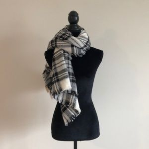 ModCloth blanket scarf white black, and gray plaid